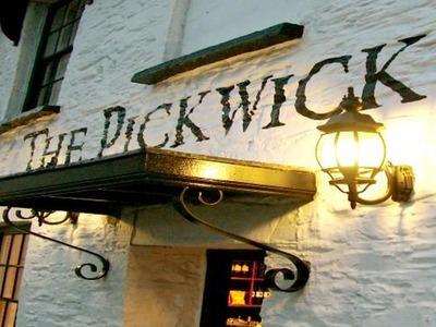 400-pickwick-inn